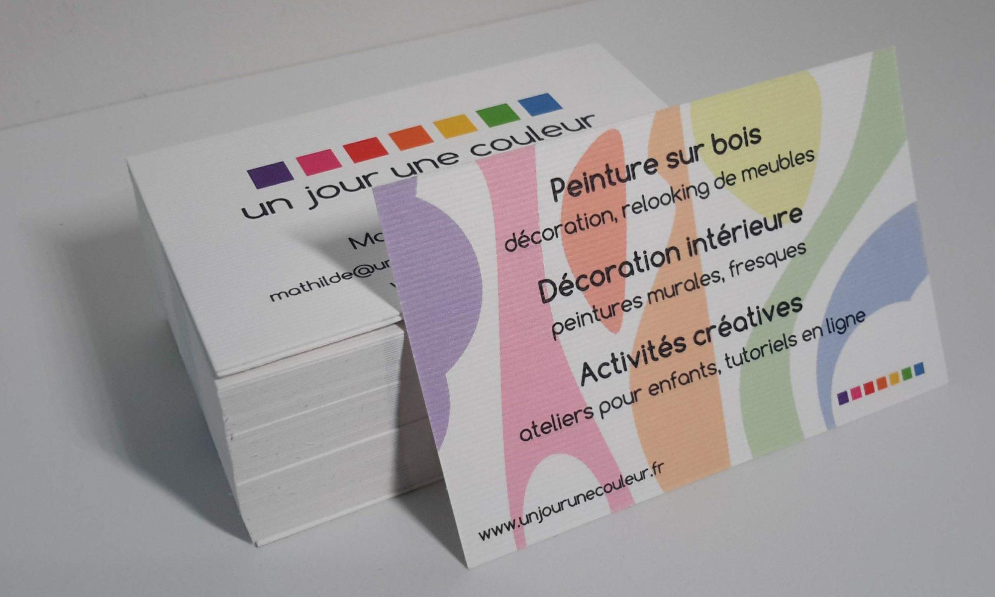 une carte de visite sur papier rainuré pour une communication de qualité